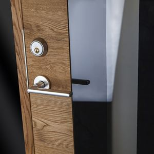 Ek Rustikal Screen 153 är en läcker kombination av klassisk shabby chic och dagens minimalistiska arkitektur #ekstrands #dörrar #ytterdörr #ytterdörrar #door #doors #design #architecture #inspiration #wood #oak #ek #massive #massiv