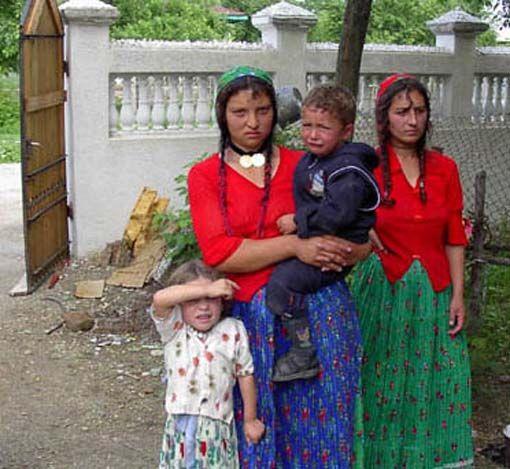 Румынские цыганки. 2003 год.