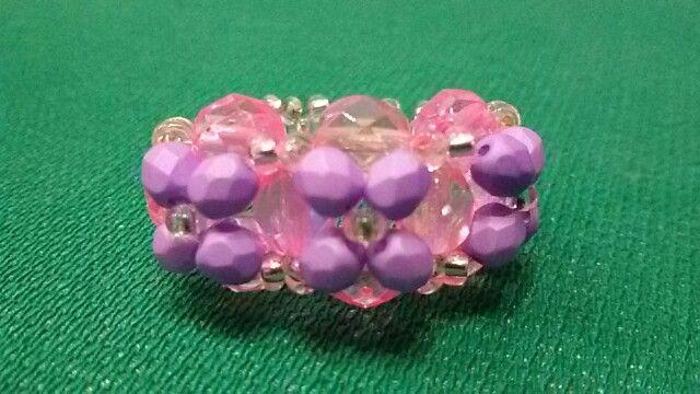 Anello si perline e mezzi cristalli  tonalità  del rosa / lilla