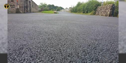 Geleceğin yolları plastikten yapılacak!: İskoçya merkezli MacRebur şirketi plastik atık sorununa çözüm bulmak ve asfalt yol yapımında çevreye verilen zararı azaltmak için geri dönüştürülmüş plastikten yollar yapıyor.