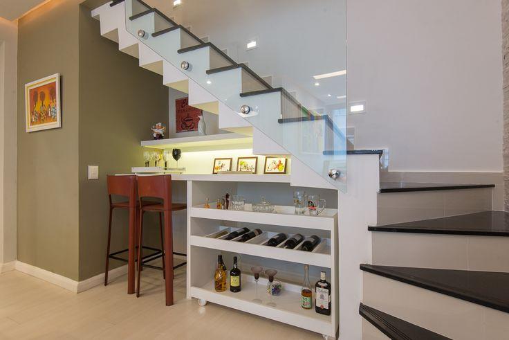 Construindo Minha Casa Clean: Bar Embaixo da Escada - Veja Dicas e Ideias!
