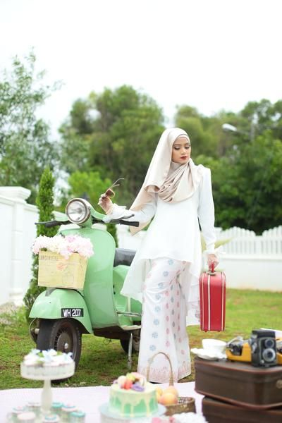 Fish Tail Songket Off White (Multi Colour)