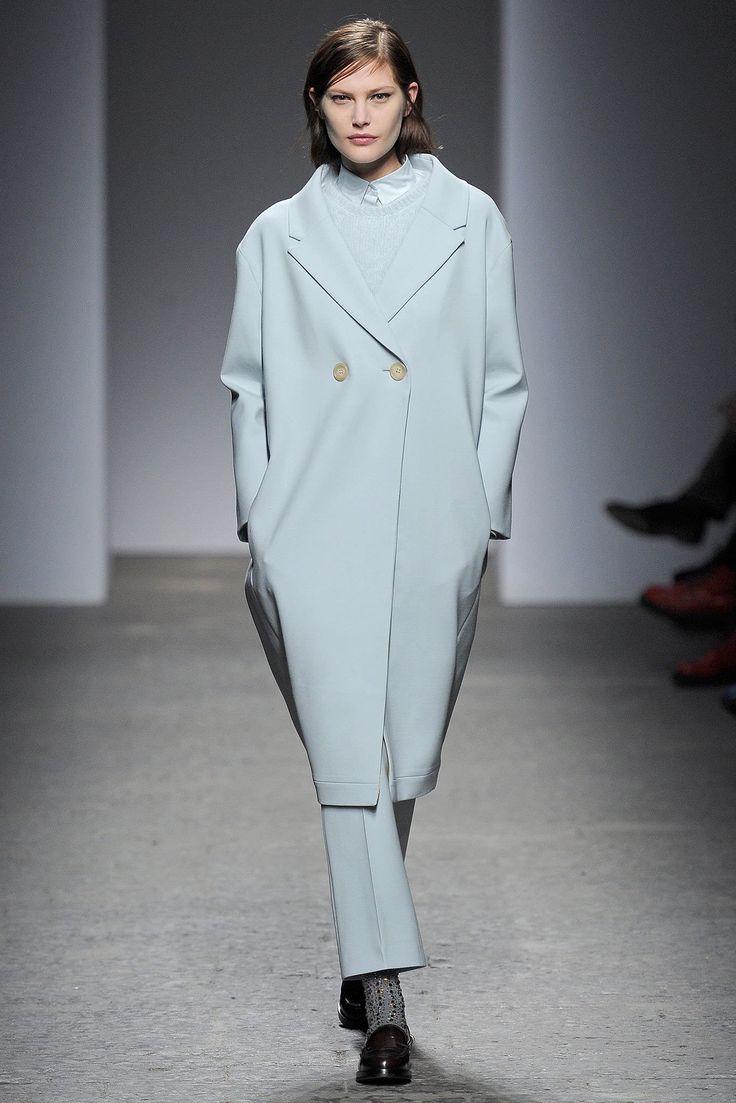 No. 21 Fall 2013 Ready-to-Wear Fashion Show - Catherine McNeil
