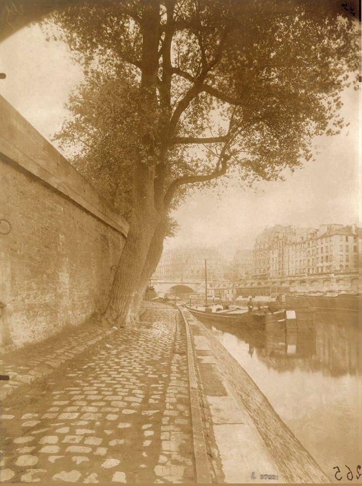 Le bas du quai des Orfèvres photographié vers 1905 par Eugène Atget (Paris 1er)