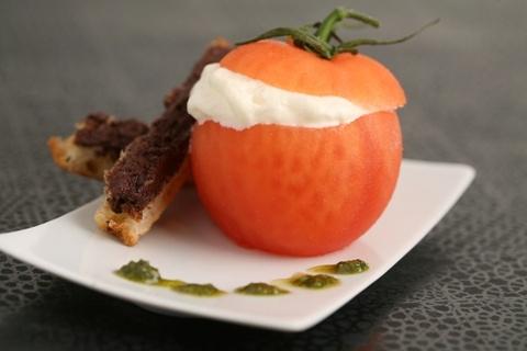 Tomate farcie de mozza http://www.atelierdeschefs.net/blog/images/Recettes/REP_7976_Tomate%2520mozza%2520mol%25C3%25A9culaire.jpg #recette #tomate #farcie #mozzarella #mozza