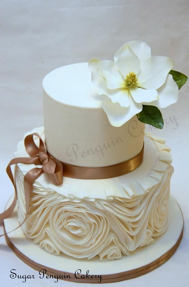 Magnolia and ruffles By sugar penguin cakery
