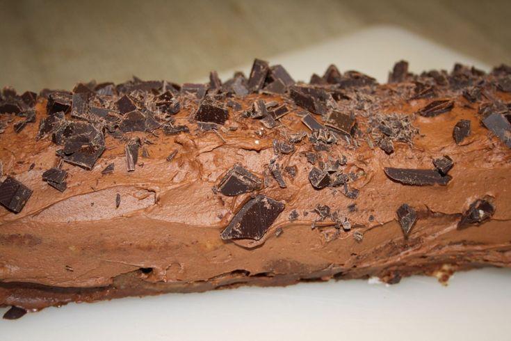 Bishmarckseg eller kongestamme Denne kage hed oprindelig bismarckseg, men blev efter 1920 omdøbt til kongestamme. Det er egentlig en slags chokoladeroulade. Opskriften stammer fra Inge Adriansen: Det sønderjyske kaffebord, Sønderjylland Museum. Det er et lille hæfte som kan købes på museet. Det er bedst at starte med at lave smørcremen og så lave selve kagen …