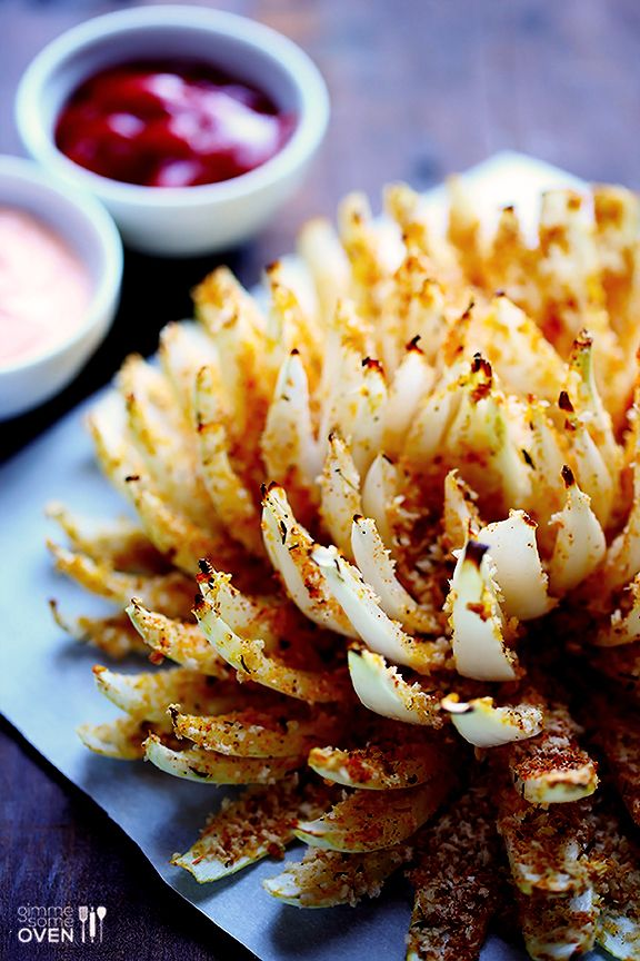 Baked Blooming Onion // skinny version of a game day classic via Gimme Some Oven #appetizer #superbowl