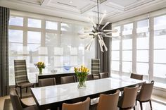 Take a look at this outstanding dining room lighting design | www.contemporarylighting.eu #uniquelamps #contemporarylighting #midcenturylighting #diningroomlighting #diningroomdecor