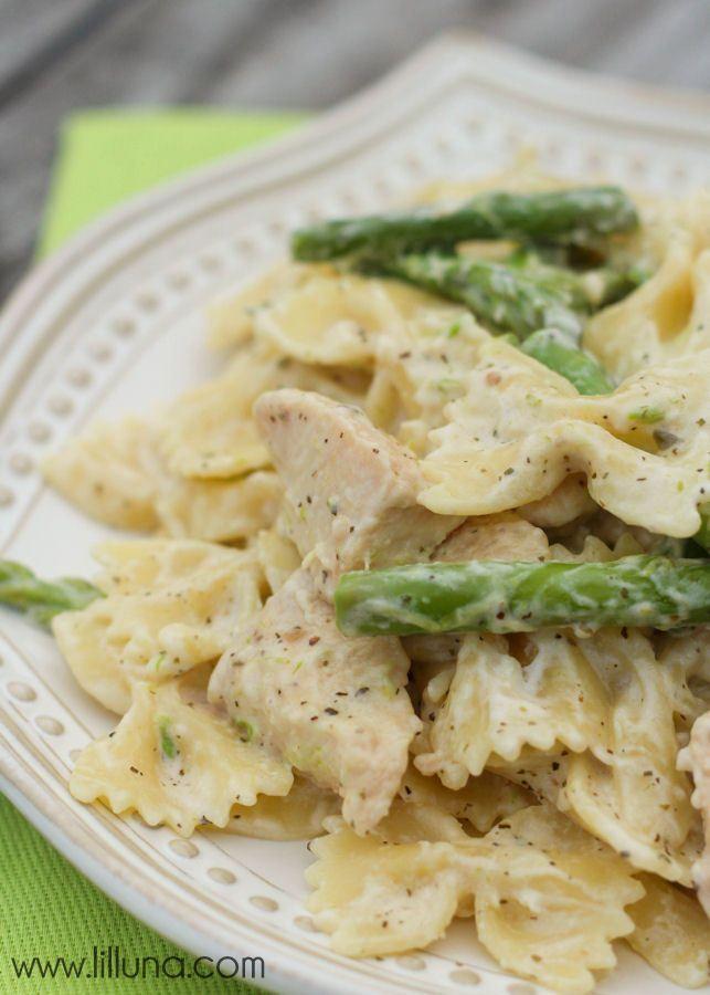 A new favorite - Chicken and Asparagus Pasta recipe on { lilluna.com }