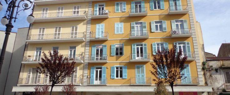 Appartamento di circa 85 mq al 4° piano composto da ingresso, salone con angolo cottura, due camere da letto e bagno. Possibilità di box.