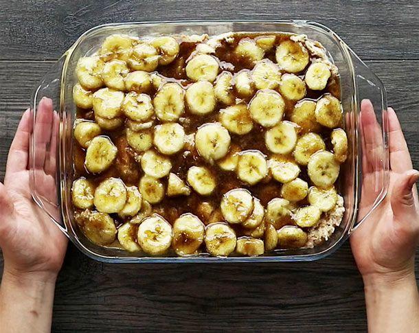 French Toast wird traditionell in der Pfanne zubereitet. Doch es geht auch anders, im Ofen und mit süßem Bananen-Topping. So geht's!