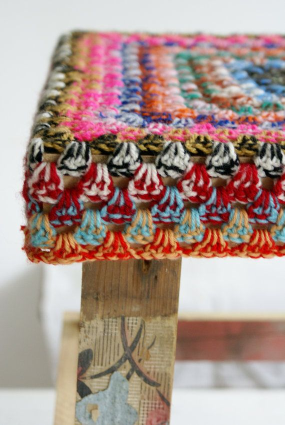 two colors crochet - wood & wool stool. Inspiration.