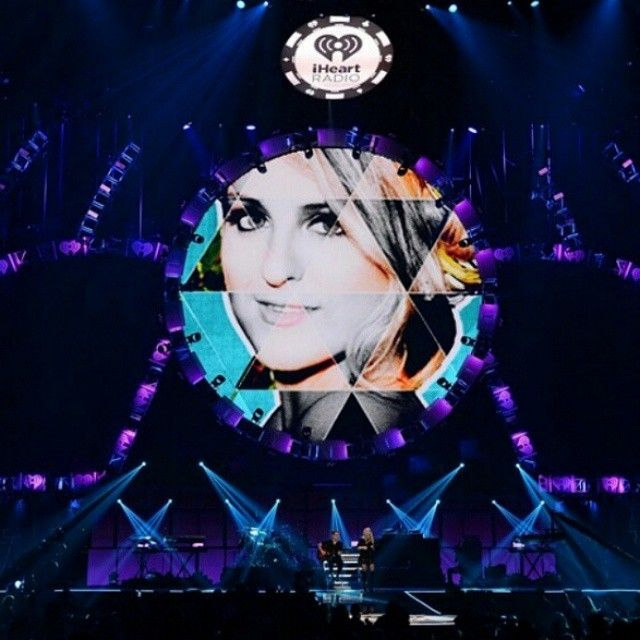 """""""I have to wake up at 3 o'clock AM omg and this at schooltime omggg Only for a live stream (yahoo live) from a concert by @meghan_trainor Fuck timeshift …"""""""