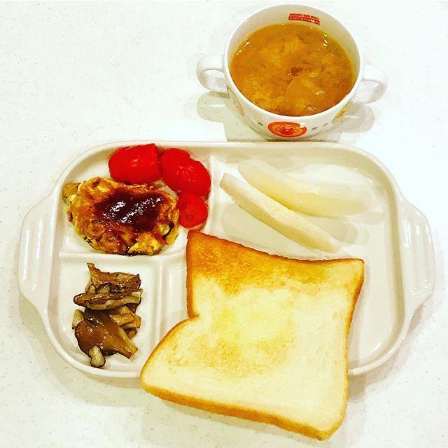 2016/12/12 06:22:39 yo_shi_bon #食パン #お味噌汁 #納豆オムレツ #omelette #幼児食 #2歳 #2歳7ヶ月 #朝ごはん #朝食 #今日の朝食 #こどもごはん #いただきます #kids #kidsfood #kidsmeal #kidsbreakfast #breakfast #japonais #japanese #japanesefood #japanesebreakfast #ムスメシ #ムスメ #ニコニコ #バルミューダ #balmuda