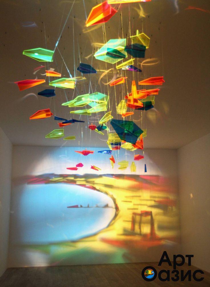 Искусство любит нестандартный подход. Порой в собственном доме можно создать изображение из света и плексиглассовых самолётиков, а иногда достаточно внедрить в интерьер уже проверенное дизайнерское решение и интерьер мгновенно расцветает. Таким уникальным решением можно смело назвать модульные картины и постеры. Они смогут украсить пространство любых апартаментов и создать в них бесподобную атмосферу. #artoasis #art #oasis #artoasisru #artmania #оазисискусства #декорвдоме #мойдекор…