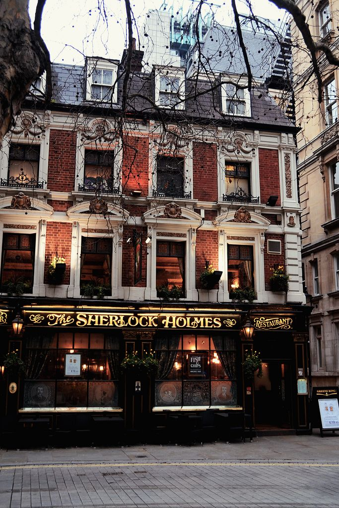 Sherlock Holmes Pub, London.