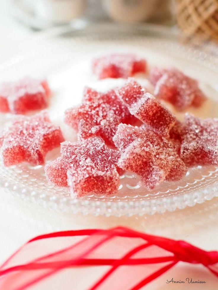 Ihanat kotitekoiset marmeladit sulavat suuhun. Näiden makeisten valmistaminen on helppoa, mutta se vie hiukan aikaa. Kaikki on kyllä sen arvoista. Nämä ovat mitä ihanin joululahja tai tuliainen ystävälle!
