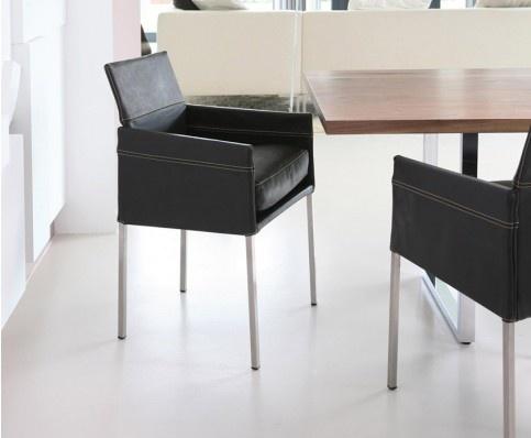 Durch sein opulentes Sitzkissen ist der Stuhl TEXAS EXCLUSIV an Bequemlichkeit kaum zu überbieten. Kontrastnähte und eine legere Polsterung verleihen ihm seinen typischen Look. TEXAS EXCLUSIV passt immer und überall, das macht ihn weltweit zum erfolgreichsten KFF Modell.