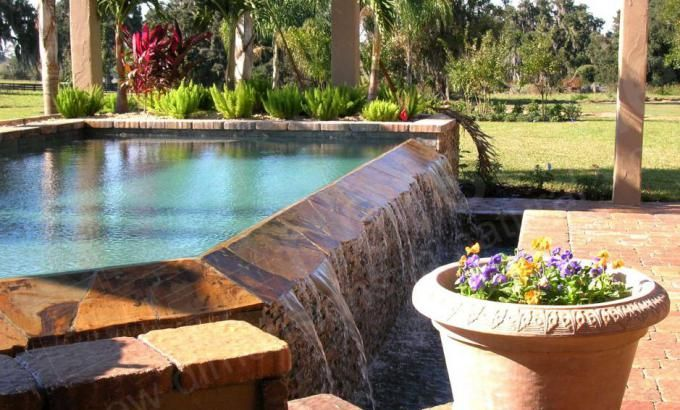 Natural Stacked Stone Veneer used on a pool