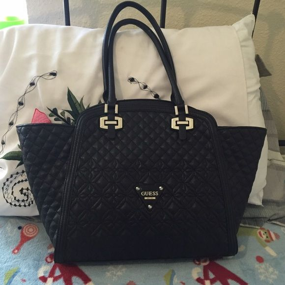 GUESS BAG Nothing wrong with it i only used once but still looks brand new Guess Bags Satchels