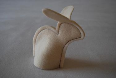 """So wird vielleicht nicht nur Ihr Oster-Frühstück zu einer """"hasigen"""" Angelegenheit    Eierwärmer aus cremefarbenem Filz (ø ca. 6,5 cm, Höhe ca. 16,5 cm)"""