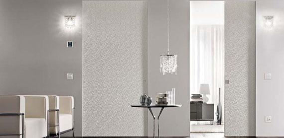 l vetro è uno dei materiali più belli e versatili, si presta a numerosissime applicazioni nell'ambito dell'arredamento ed è presente in varie forme in tutte le nostre case: finestre, pareti divisorie, porte finestre, specchiere, tavoli, mensole…