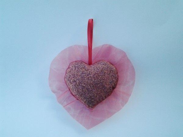 Il giorno più romantico dell'anno noi lo vediamo così: un fantastico #cuore al profumo di lavanda.   Scoprite gli altri prodotti della nostra creatrice iscritta: http://gianclmanufatti.wix.com/giancl---manufatti#!creazioni-profumate/c7q5
