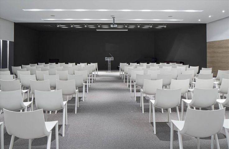 Rooms for corporate gatherings or seminars of 10, to major management conferences of 200.
