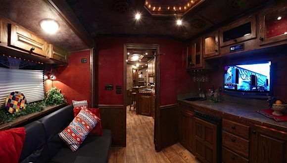 Horse Trailers with Living Quarters | Featherlite Trailers