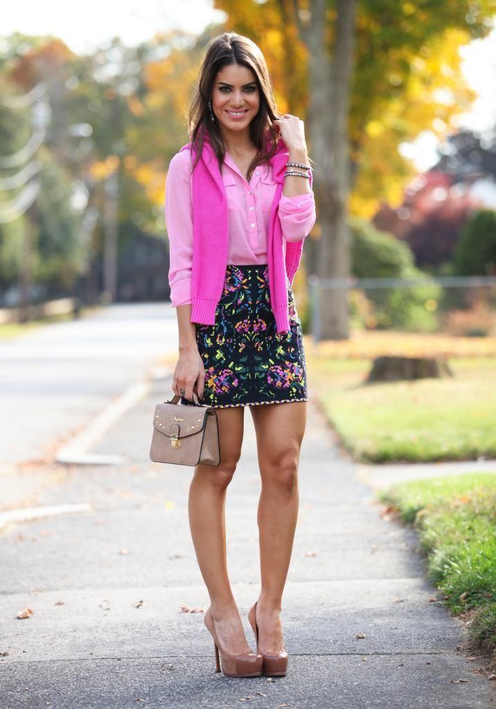 Camisa social rosa e saia floral o cardigan Pink deu mais vida ao look porém sem exagerar! 《Pinterest: @Lariifreitas 》