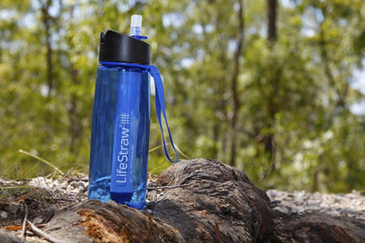 Le filtre de LifeStraw est assez puissant pour éliminer plus de 99% de toutes les impuretés de l'eau. Parfait pour les randonneurs et les globetrotters qui se laissent guider par leurs pas et ne sont pas toujours certains de camper proche d'une source d'eau potable !