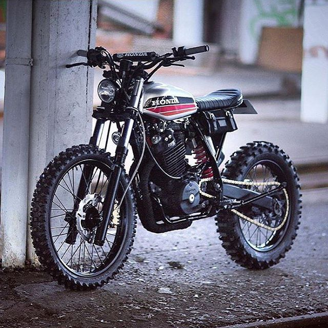 this xr600 built in france by dinamaxxxx ready to annihilate dirt or street motorcycle bike. Black Bedroom Furniture Sets. Home Design Ideas