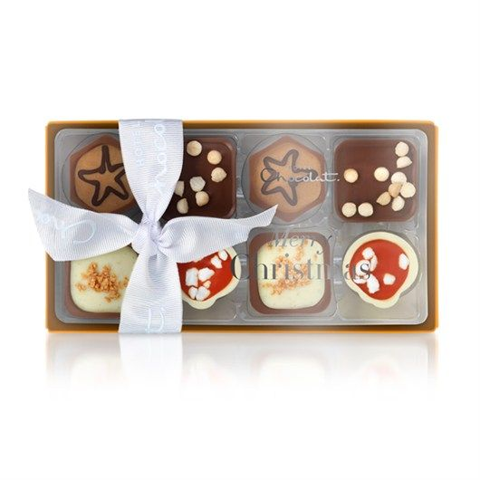 Filled with festive chocolates, including Apple Strudel, Salted Caramel & Praline, Christmas Mess and Trillionaire's Shortbread, the Christmas Pocket Selection is perfect for little gifts or sharing. #hotelchocolat #hcdreamhamper
