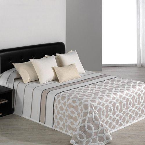 ¿Quieres que tu habitación luzca con un estilo distinguido y moderno? La colcha de verano Calson de Reig Martí te aportará ese toque elegante que andas buscando.