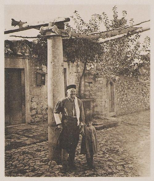 Frédéric Boissonnas - Πέργκολα στους Αγίους Δέκα Ηρακλείου 1919.-. Hadji-Decka,Heraklion,Creta. Une pergola , 1919, Boissonnas Frédéric.
