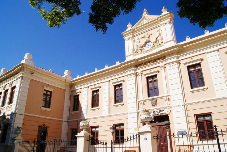 Colegio Salesiano en la plaza de Franchy Alfaro.