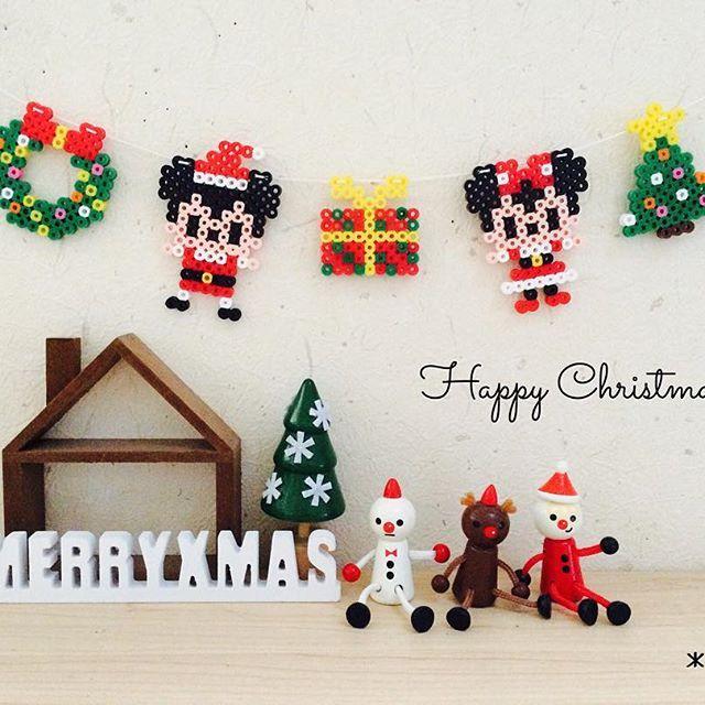 #クリスマス ツリーとリース、プレゼントを作ってミキミニとガーランドに。やっとクリスマス飾れました♡ #アイロンビーズ#パーラービーズ#perlerbeads #ミッキー#ミニー#ディズニー#ガーランド #christmas#xmas#100均#セリア