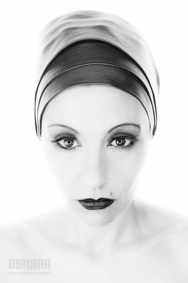 High key glamour by Sofia Monteiro, via 500px