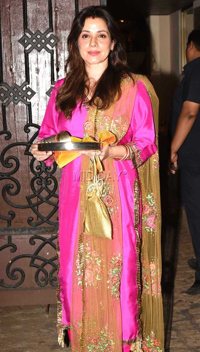 Neelam Kothari at Anil Kapoor's residence for Karva Chauth celebrations. #Bollywood #Fashion #Style #Beauty #Hot #Ethnic