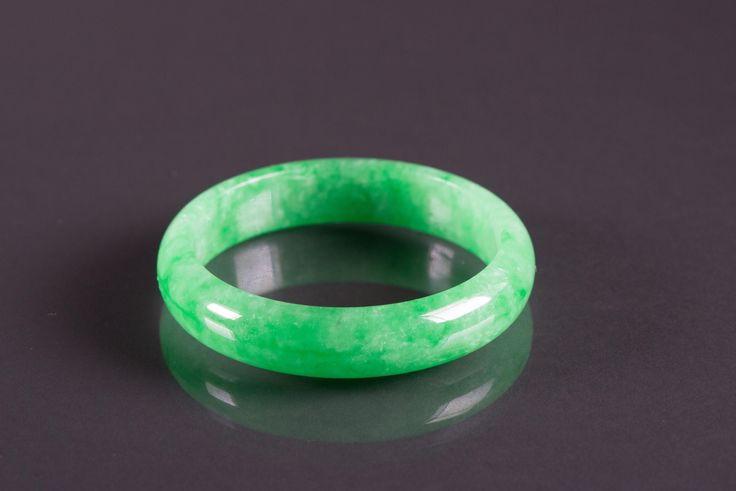 Lot 189 Chinese Emerald Green Jadeite Bangle