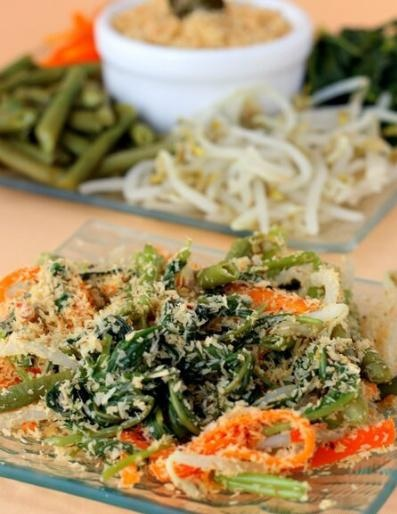 Urap-urap sayur ( Cooked Vegetables with Spiced Grated Coconut )