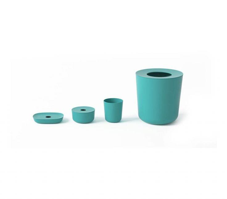 Il cestino da bagno Bano, realizzato dalla Ekobo, è fatto in fibra di bamboo, alternativa alla plastica tradizionale, senza BPA, PVC e ftalati, facile da pulire, dalla linea moderna e la finitura satinata.