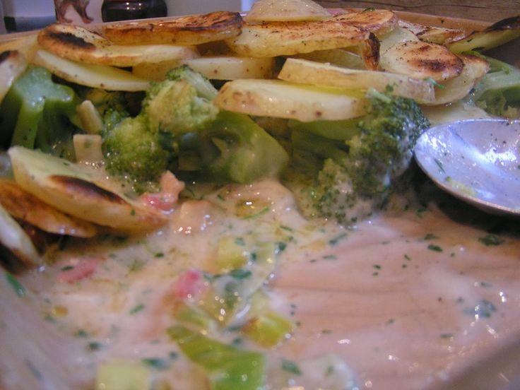 Broccoli, leek and bacon potato 'pie'
