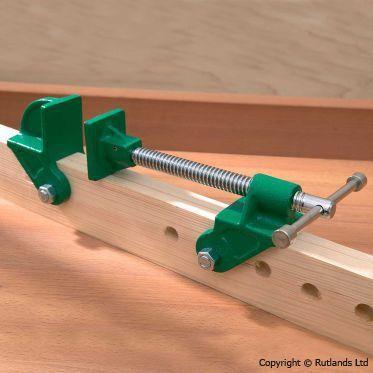 Têtes de serre-joints dormants montées sur support en bois. Conviennent aux gros serrages tel que panneaux, châssis, portes, etc...