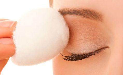 Faça você mesmo: três receitas caseiras de removedor de maquiagem