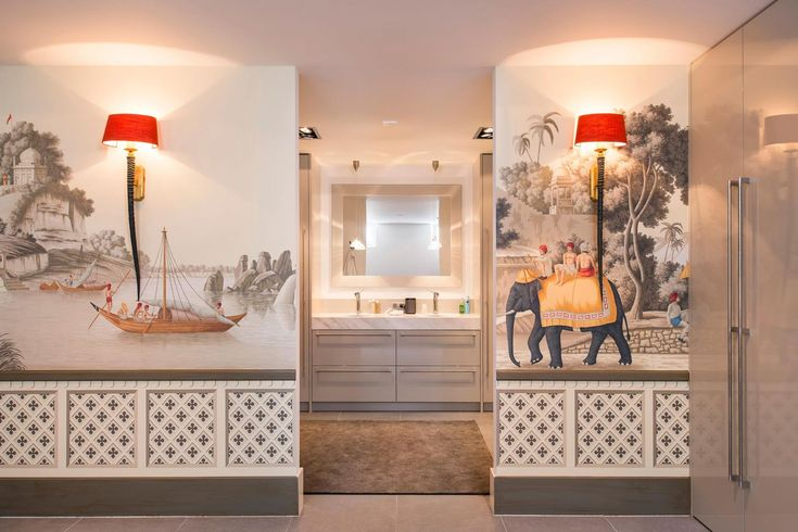 Behang handgeschilderd de Gournay India, wandlampjes Duran - Doornebal Interieurs