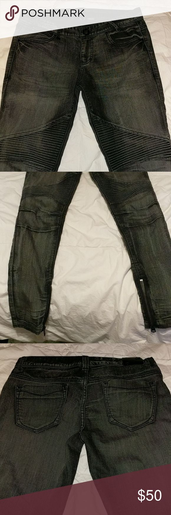 Armani Exchange skinny jeans with zipper cuffs Worn once for fashion show Armani Exchange Jeans Skinny
