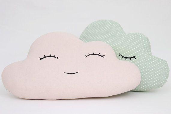 Satz von zwei Cloud Kissen - Korallen lächelnde Wolke und grüner Minze mit leichten grauen Farbton Polka Dot Wolke schlafen.  Material 100 % Baumwolle beidseitig der Kissen und hypoallergen Poly-Faser Füllen einfügen.  Wolke - 43x28cm (17 cm x 11 cm)  Maschinenwäsche 30 C.  Finden Sie uns am https://www.facebook.com/prostoconcept https://instagram.com/prostoconcept  Zurück zum Shop - https://www.etsy.com/shop/ProstoConcept  Hergestellt von Hand in Estland, EU