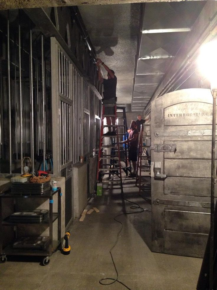 "Andrew Bikichky on Twitter: ""Construction Dept putting finishing touches on Prison Cell set Ep803 #Castle http://t.co/EP5EbHd2mc"""
